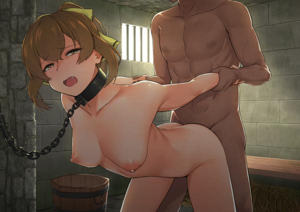 SEX中ーバックープリズン・ガード、レイプ中・ロリ*・裸、黄大きなリボンー髪結ぶ・鉄首輪ー鎖リードー壁固定、両腕を引っ張る、強姦、監禁ー檻、囚われの身、性奴人形としての日常